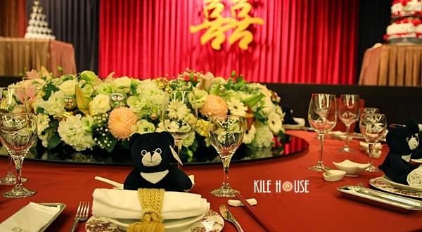 高雄婚禮佈置綺麗屋專業團隊│高雄國賓飯店金與白婚宴